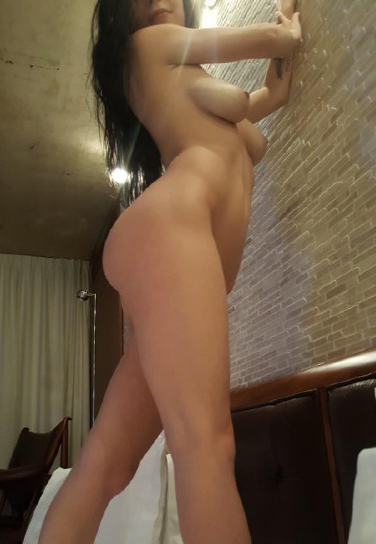 masturbate in heels
